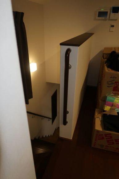難易度MAXな階段ホールの間仕切りロールスクリーン_e0133255_18021879.jpg