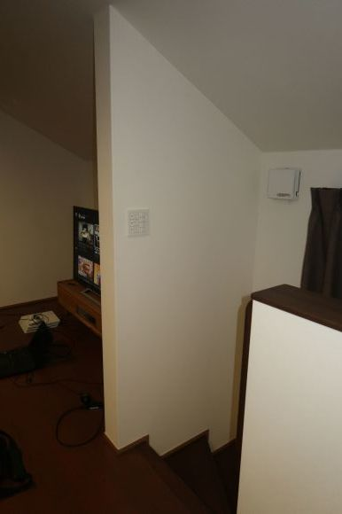 難易度MAXな階段ホールの間仕切りロールスクリーン_e0133255_18023621.jpg