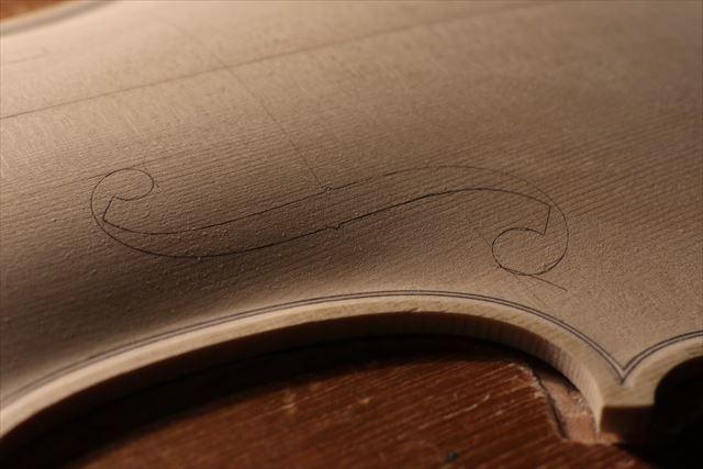 ヴァイオリン表板の、スクレーパー仕上げ、動画でご紹介。_d0047461_20225300.jpg