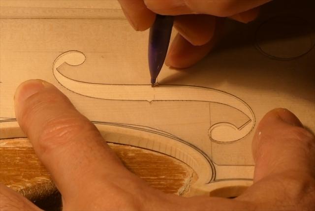 ヴァイオリン表板の、スクレーパー仕上げ、動画でご紹介。_d0047461_20234920.jpg