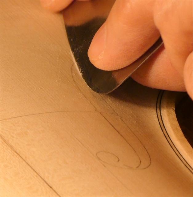 ヴァイオリン表板の、スクレーパー仕上げ、動画でご紹介。_d0047461_20234925.jpg
