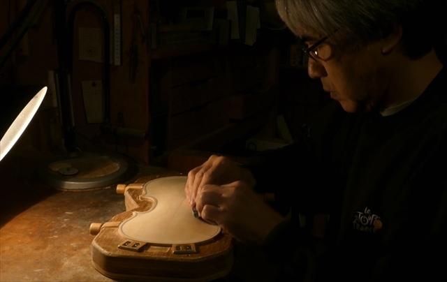 ヴァイオリン表板の、スクレーパー仕上げ、動画でご紹介。_d0047461_20234974.jpg