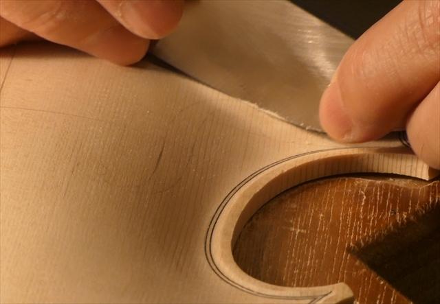ヴァイオリン表板の、スクレーパー仕上げ、動画でご紹介。_d0047461_20235093.jpg