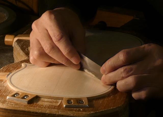 ヴァイオリン表板の、スクレーパー仕上げ、動画でご紹介。_d0047461_20240524.jpg