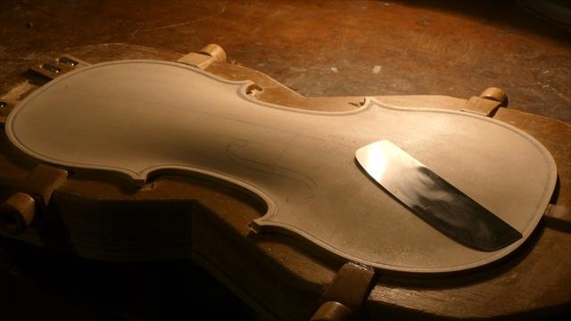 ヴァイオリン表板の、スクレーパー仕上げ、動画でご紹介。_d0047461_20240623.jpg