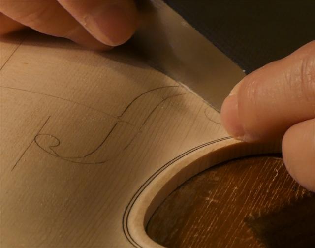 ヴァイオリン表板の、スクレーパー仕上げ、動画でご紹介。_d0047461_20240632.jpg