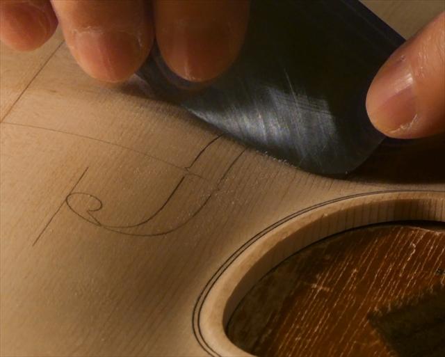 ヴァイオリン表板の、スクレーパー仕上げ、動画でご紹介。_d0047461_20240643.jpg