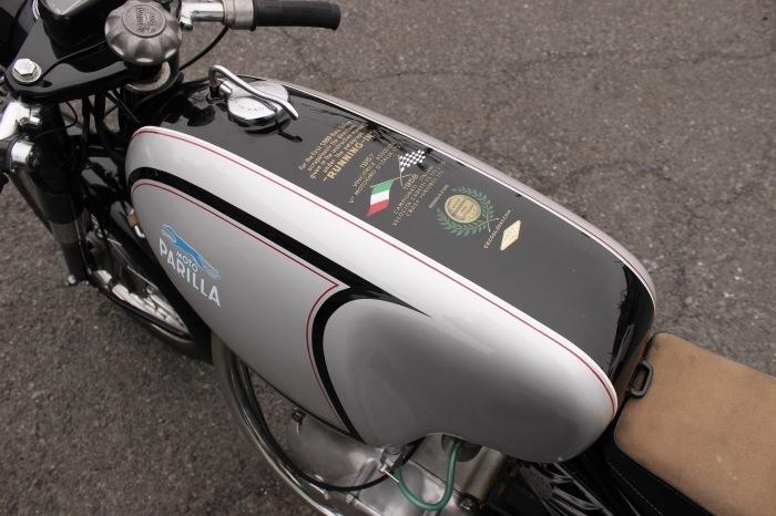 Parilla 250 Special 入荷_a0208987_11330937.jpg