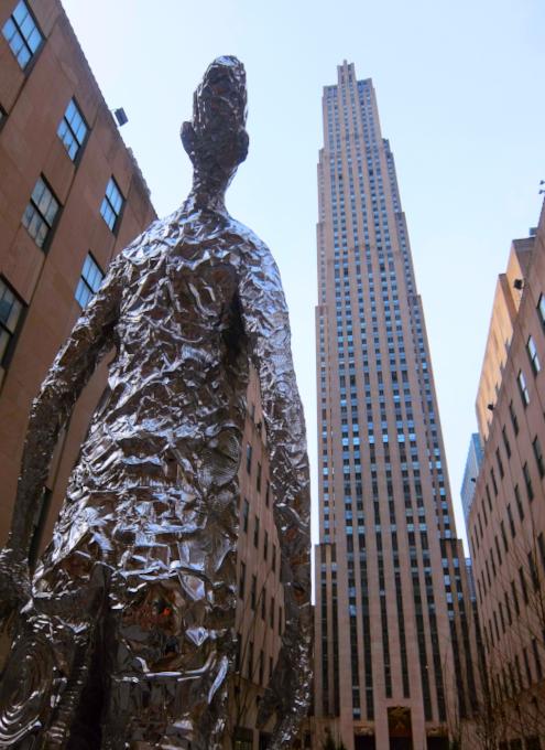 """ロックフェラー・センターに『見上げる』アート、""""Looking Up"""" by Tom Friedman_b0007805_23075387.jpg"""
