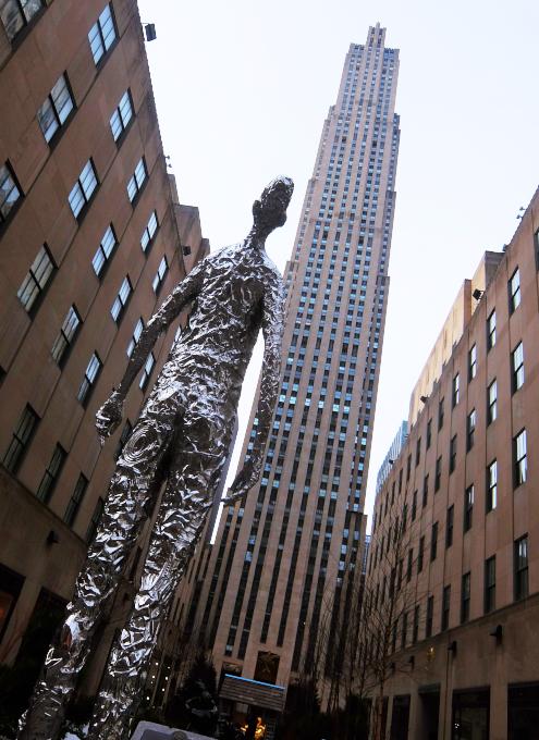 """ロックフェラー・センターに『見上げる』アート、""""Looking Up"""" by Tom Friedman_b0007805_23080248.jpg"""