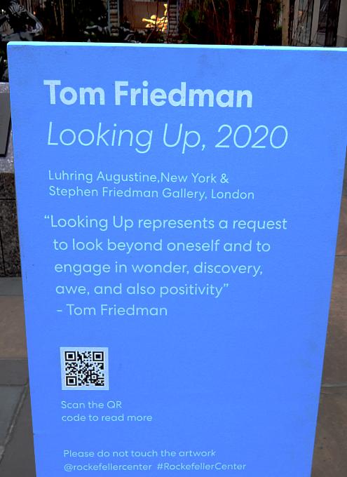 """ロックフェラー・センターに『見上げる』アート、""""Looking Up"""" by Tom Friedman_b0007805_23084571.jpg"""