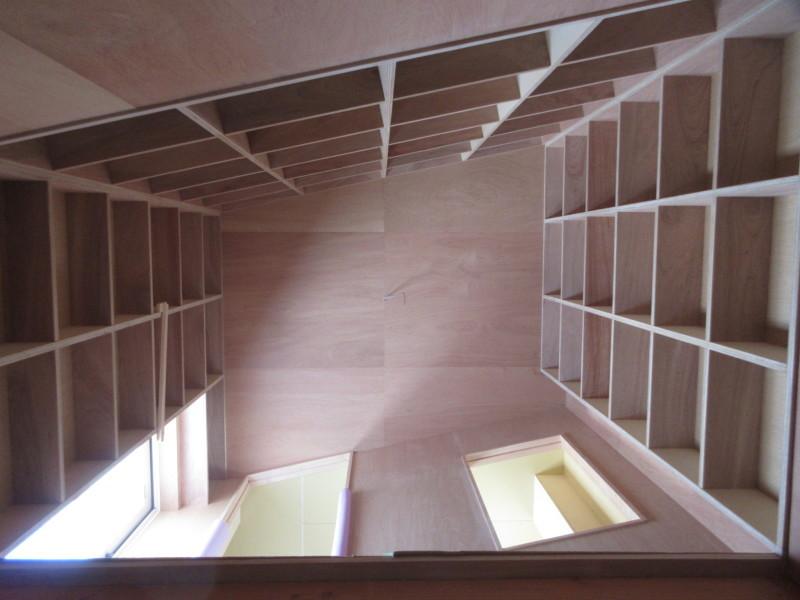 階段室の棚_c0405911_18410208.jpg