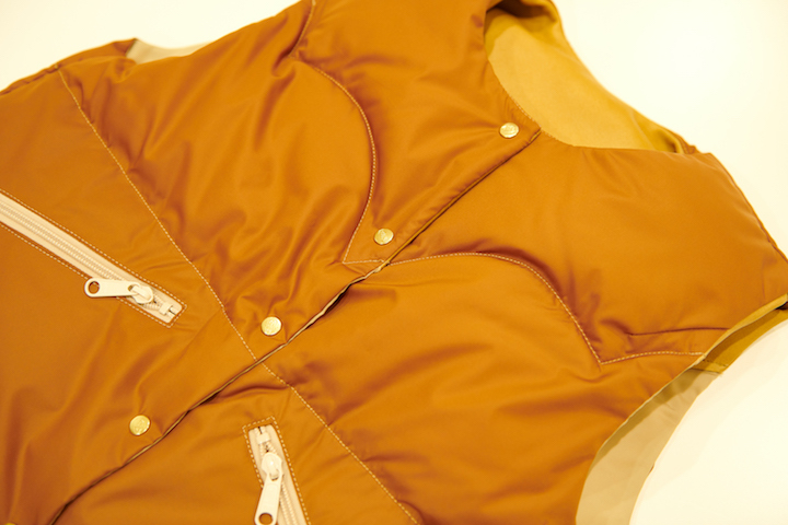 ""\""""Rocky Mountain Featherbed × TheThreeRobbers PROCESS DOWN VEST WOMAN 2021 - ORDER""""ってこんなこと。_c0140560_15300232.jpg""720|480|?|en|2|7418f2a962e8397bb16f4a7502cfc5a1|False|UNLIKELY|0.30293041467666626