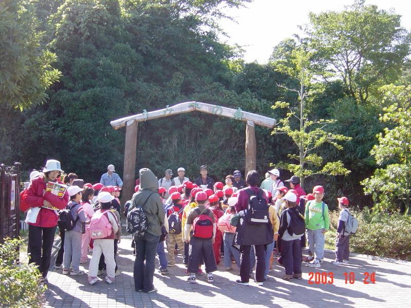うみべの森の歴史⑯「2003年10月の活動」_c0108460_12074905.jpg