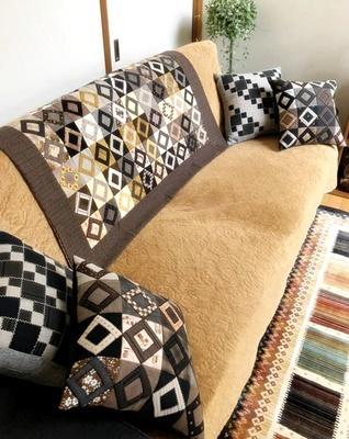 生徒さんの作品をご紹介~シャビーな家具にキルトを配して~_b0194861_10220797.jpg