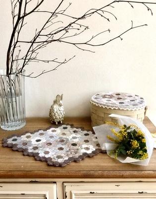 生徒さんの作品をご紹介~シャビーな家具にキルトを配して~_b0194861_10241017.jpg