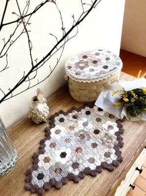 生徒さんの作品をご紹介~シャビーな家具にキルトを配して~_b0194861_10261446.jpg