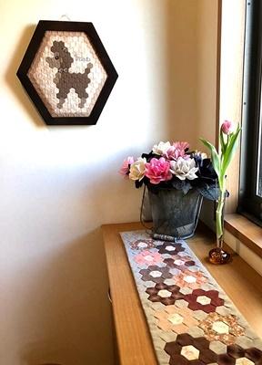 生徒さんの作品をご紹介~シャビーな家具にキルトを配して~_b0194861_10532649.jpg