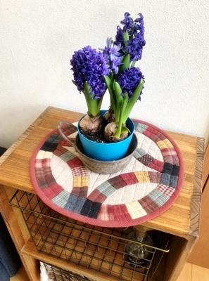 生徒さんの作品をご紹介~シャビーな家具にキルトを配して~_b0194861_13511892.jpg