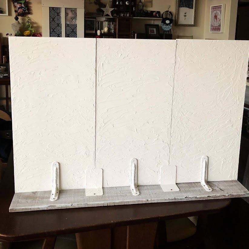 石膏像のジュリアーノメヂチくんと漆喰風の白い壁。_f0089355_00561745.jpg