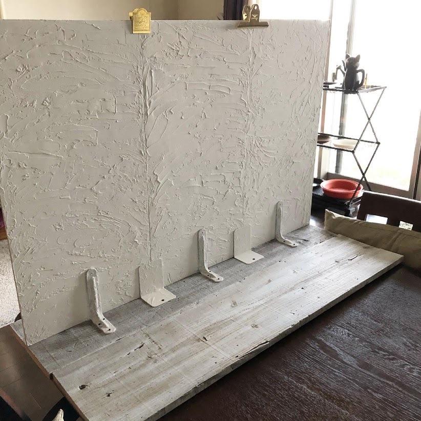 石膏像のジュリアーノメヂチくんと漆喰風の白い壁。_f0089355_00562467.jpg