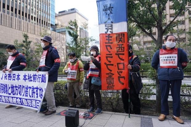 3月3日昼、JR西日本本社前行動を闘った_d0155415_14412302.jpg