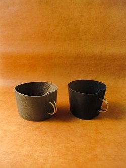 K3FACTORYさんのnewカップホルダーと大人気の革の小皿とブックカバーが入荷しました!!!_b0225561_16034859.jpg