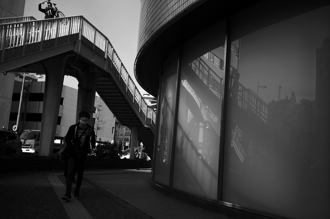 歩道橋で。 20210309_c0082800_21335232.jpg