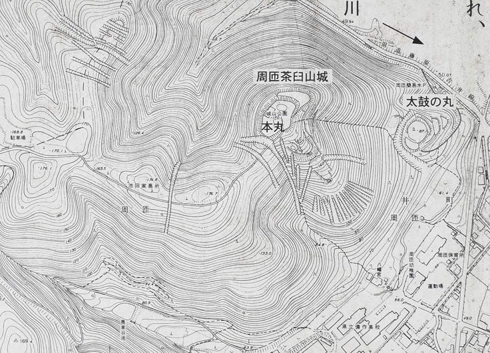 周匝茶臼山城跡を歩く。 その2 <主郭・腰曲輪・空堀>_e0158128_18281954.jpg