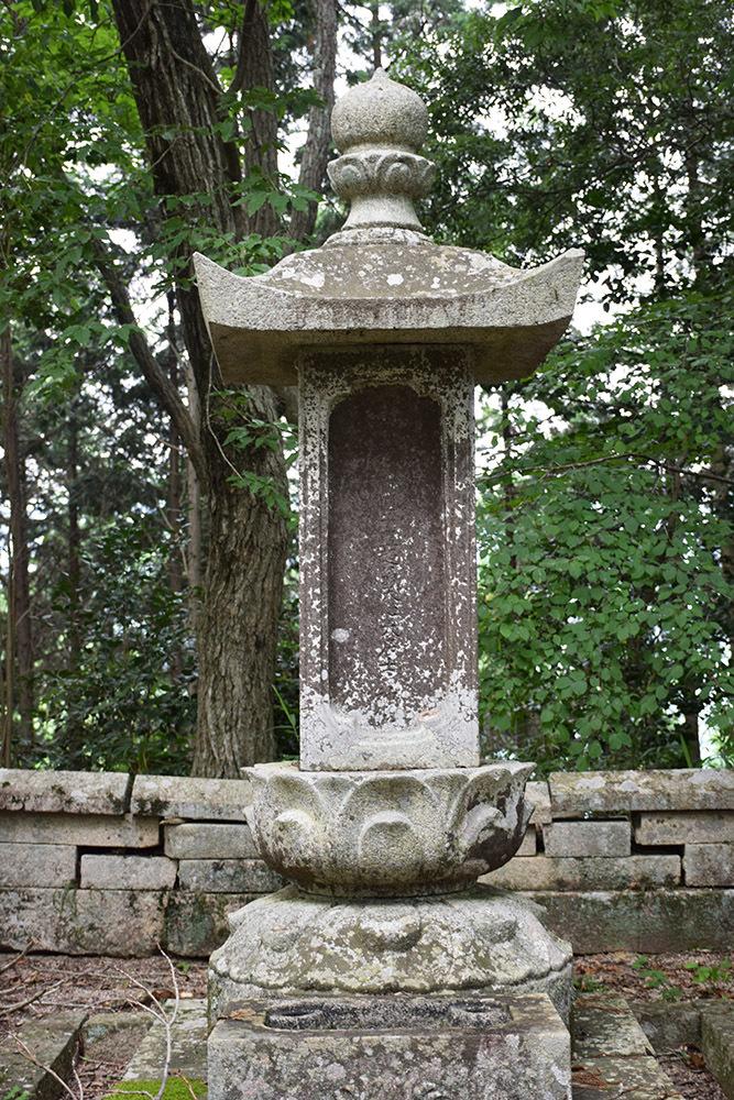 周匝茶臼山城跡を歩く。 その3 <片桐池田家墓所>_e0158128_18452630.jpg