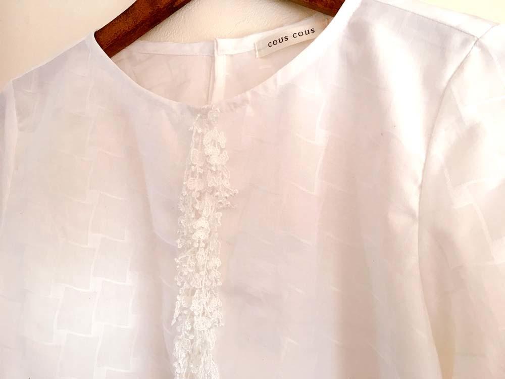 胸元にレースのついた白いブラウス 2着_a0232169_08465968.jpg