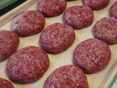 大人気!熊本県産A5ランク黒毛和牛100%のハンバーグステーキ!毎月1回の限定販売!3月は24日発送! _a0254656_18093529.jpg