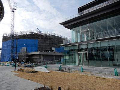 新港1突と2突の間のフェリシモビル建設中_b0051598_21283274.jpg