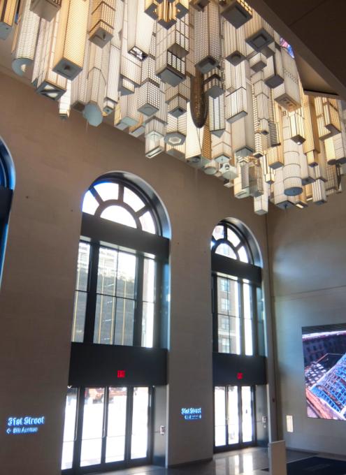 いかにもニューヨークらしい摩天楼の高層ビル群アート by Elmgreen & Dragset_b0007805_05560220.jpg