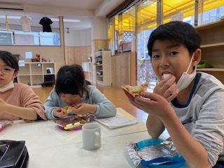 【zippykids荒川】3月10日 Snack Cooking「餃子ピザ作りに挑戦!」_f0225094_16195805.jpg