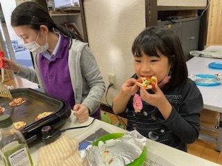 【zippykids荒川】3月10日 Snack Cooking「餃子ピザ作りに挑戦!」_f0225094_16195851.jpg