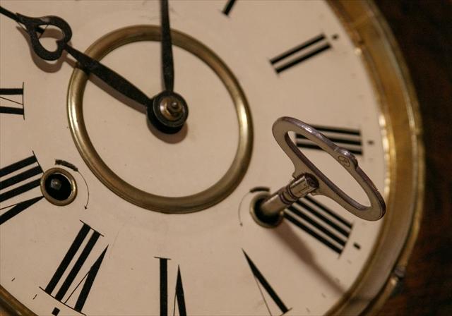 アンティークな柱時計、動画でご紹介。_d0047461_04421472.jpg