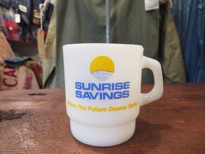 Fire King Advertising Mug SUNRISE SAVINGS  +  明日、水曜日は店休日 !!_e0187362_14182008.jpg
