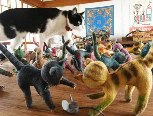 ねこ、猫、ネコだらけ! 〜春の展覧会『Yoko-Bon\'s World ! 絵本と猫と人形たちと』より〜_d0077603_11284381.jpg