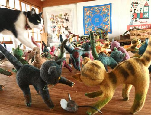 ねこ、猫、ネコだらけ! 〜春の展覧会『Yoko-Bon\'s World ! 絵本と猫と人形たちと』より〜_d0077603_11285090.jpg