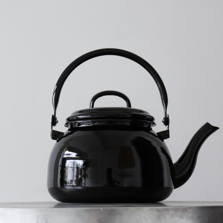 All black kettle _e0228408_11120977.jpeg