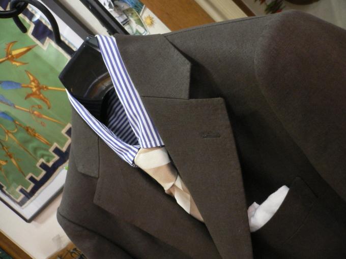 人生を楽しむひと味に  アイリッシュリネン スーツ 「クローゼットに一着は欲しい」_d0060944_11062250.jpg