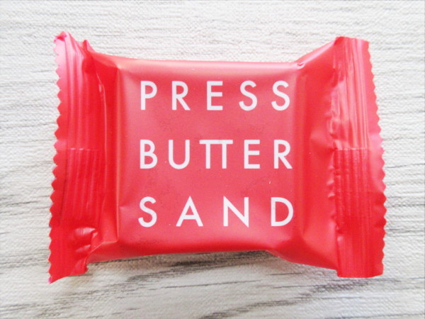 【PRESS BUTTER SAND】あまおう苺のバターサンド_c0152767_08394051.jpg