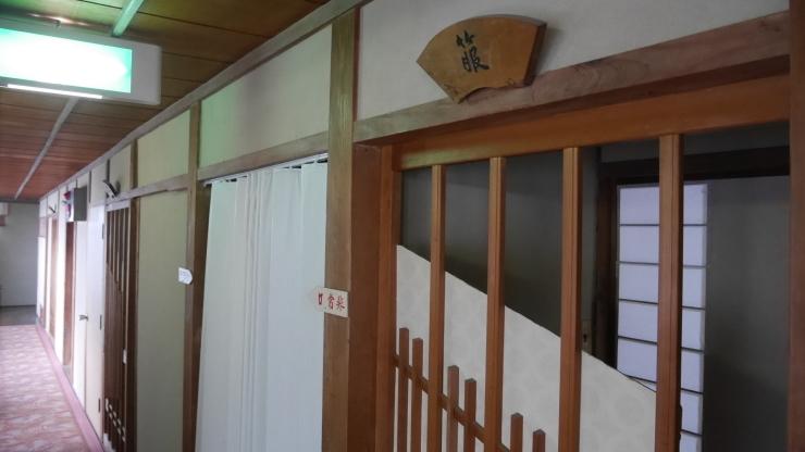 表通りからは想像もできぬ木造三階建旅館-長門俵山温泉・泉屋旅館_a0385880_16383312.jpg
