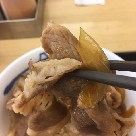 松屋の牛めしミニと豚汁      神戸元町駅店_c0118393_17313872.jpg