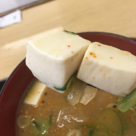 松屋の牛めしミニと豚汁      神戸元町駅店_c0118393_18345806.jpg
