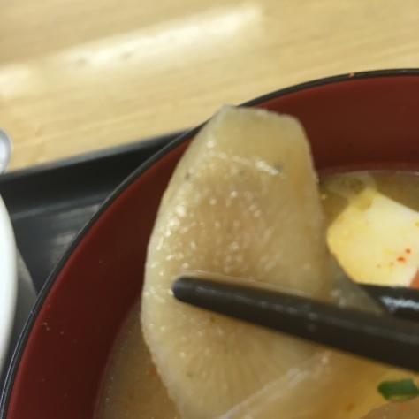 松屋の牛めしミニと豚汁      神戸元町駅店_c0118393_18385390.jpg