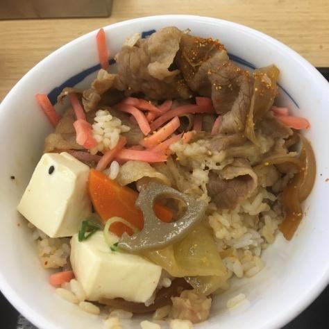 松屋の牛めしミニと豚汁      神戸元町駅店_c0118393_18392517.jpg