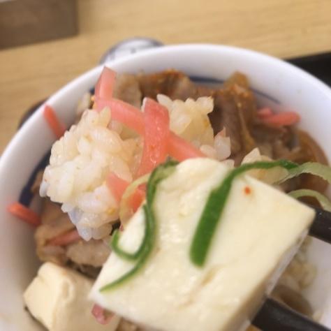 松屋の牛めしミニと豚汁      神戸元町駅店_c0118393_18393659.jpg