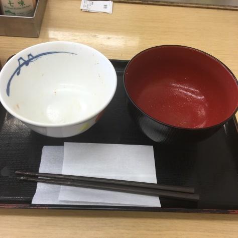 松屋の牛めしミニと豚汁      神戸元町駅店_c0118393_18394793.jpg